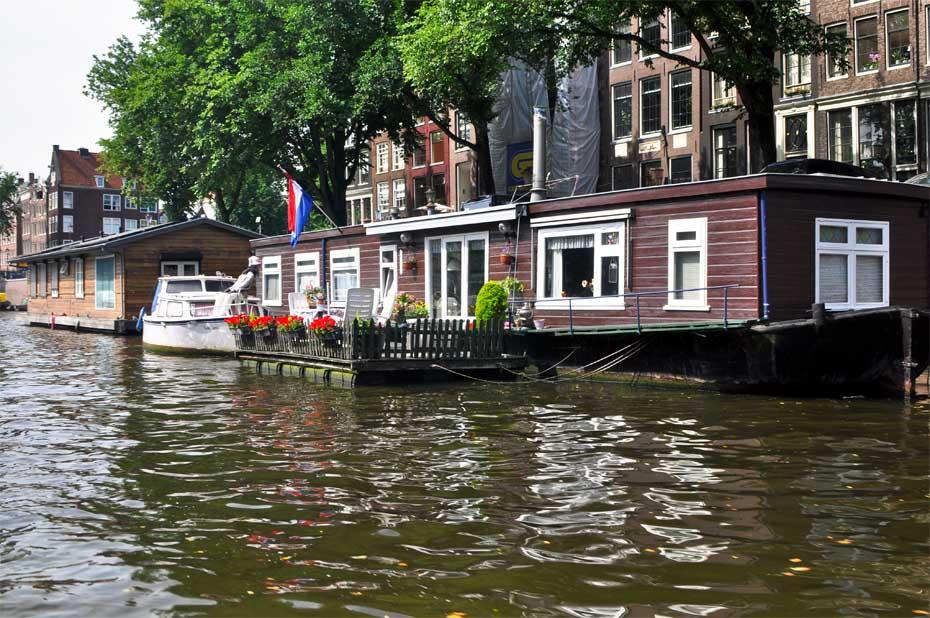 Le case galleggianti ad Amsterdam sono dotate di tutti i comfort delle normali abitazioni