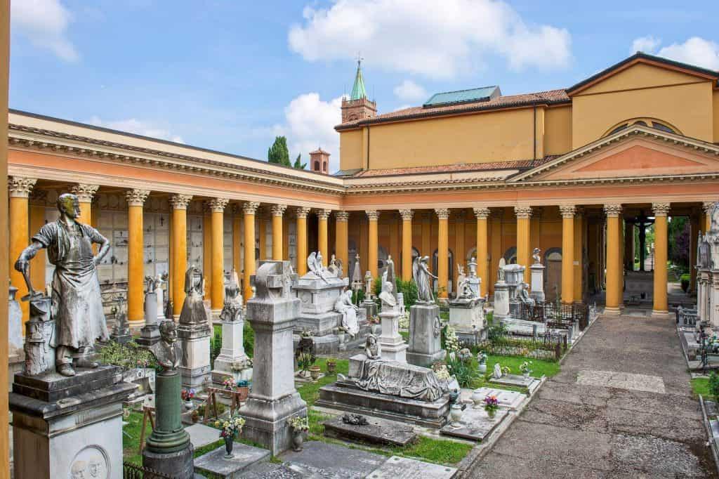 Cimitero della Certosa di Bologna: cimiteri misteriosi