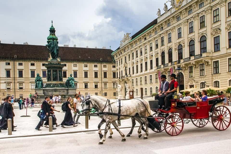 Gli Asburgo vivevano tra il Palazzo Hofburg, che si trova proprio nel cuore della capitale austriaca, e il Castello di Schonbrunn