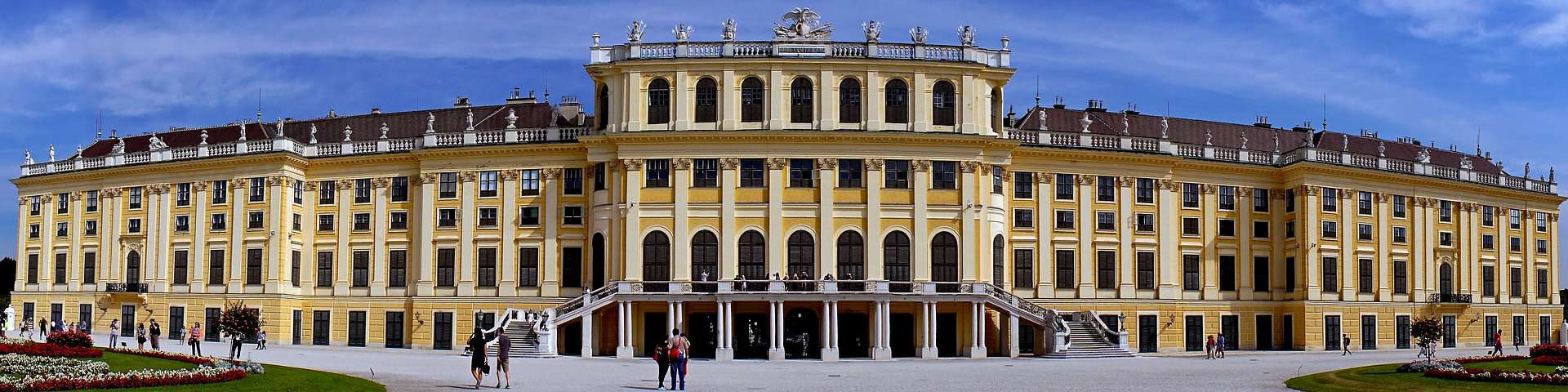 Il parco della Reggia di Schönbrunn ospita fontane, statue, monumenti, alberi e fiori