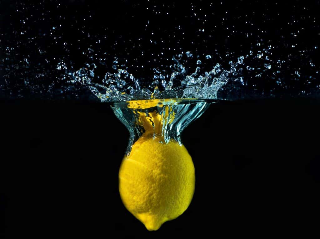 Come rimuovere la muffa con limone e bicarbonato