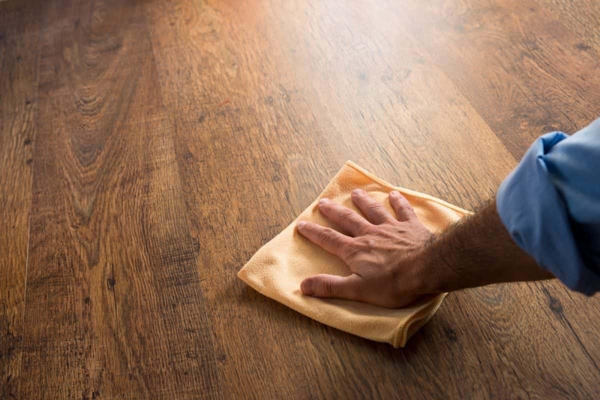 pulire-casa- legno